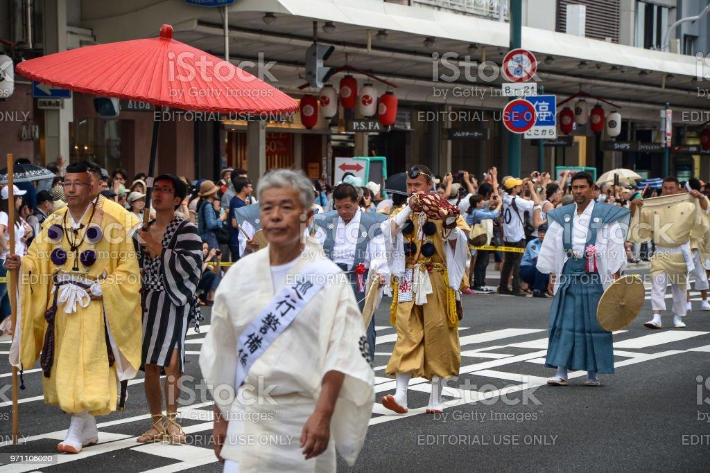 Traditionelle Veranstaltung des Gion Matsuri Festival am heißen Sommertag in Kyoto. – Foto