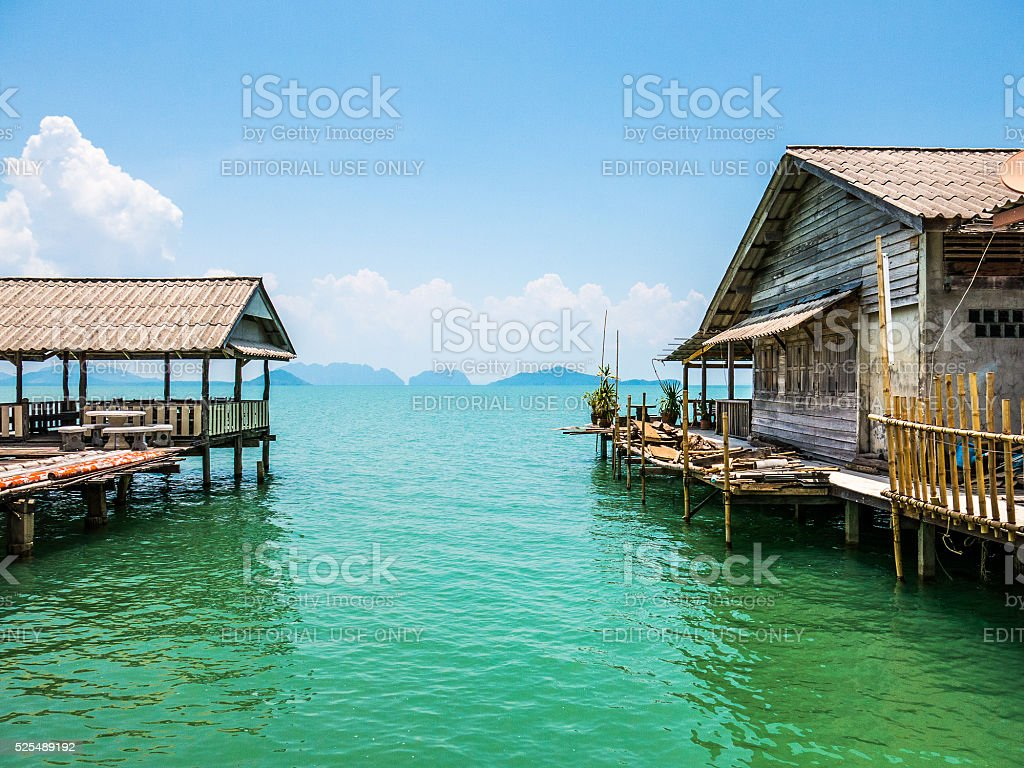 die traditionelle fischerei pfahlbau ber wasser haus stockfoto istock. Black Bedroom Furniture Sets. Home Design Ideas