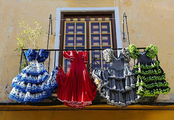 トラディショナルなフラメンコドレスを、家で、マラガ、アンダルシア、sp - スペイン グラナダ ストックフォトと画像
