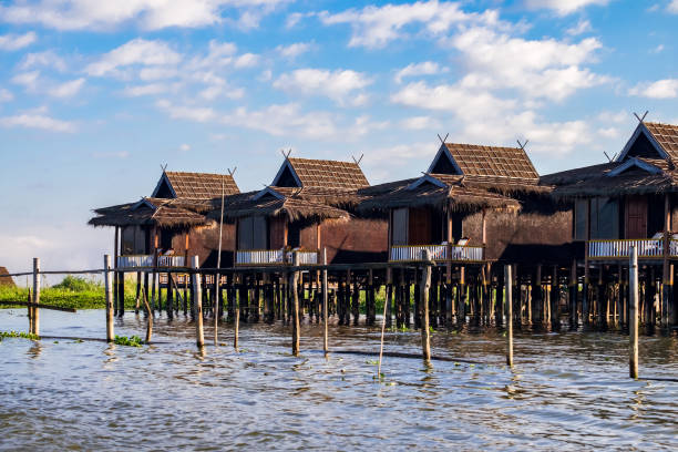 traditional floating village houses in inle lake, shan state, myanmar - burma home do стоковые фото и изображения