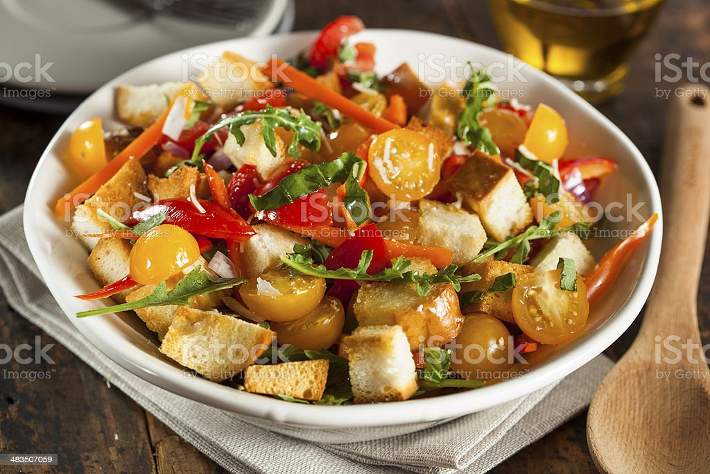Traditionelle gesunde Panzanella-Salat – Foto