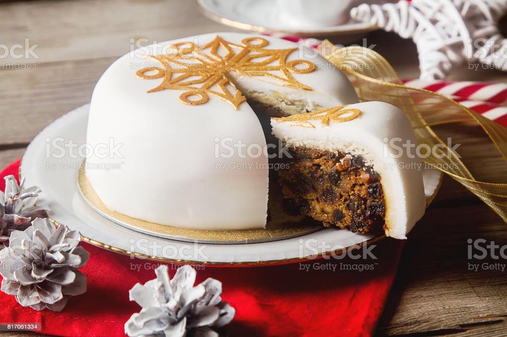 Dessert de fête traditionnelle des gâteaux de Noël avec un s - Photo