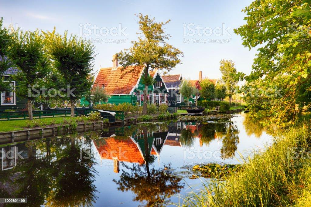 Traditioneel huis op de historische dorp van Zaanse Schans, Nederland foto