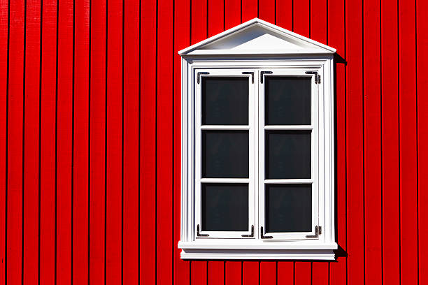traditional icelandic wooden facade - fensterdeko herbst stock-fotos und bilder