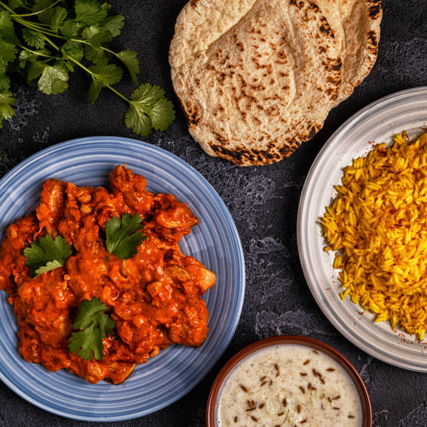 traditionelles indisches curry mit reis. - zimt gurken stock-fotos und bilder