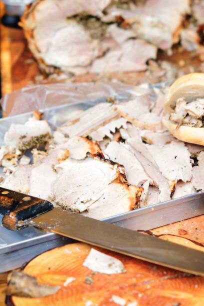 traditionelle italienische schweinefleisch scheiben - besteck günstig stock-fotos und bilder