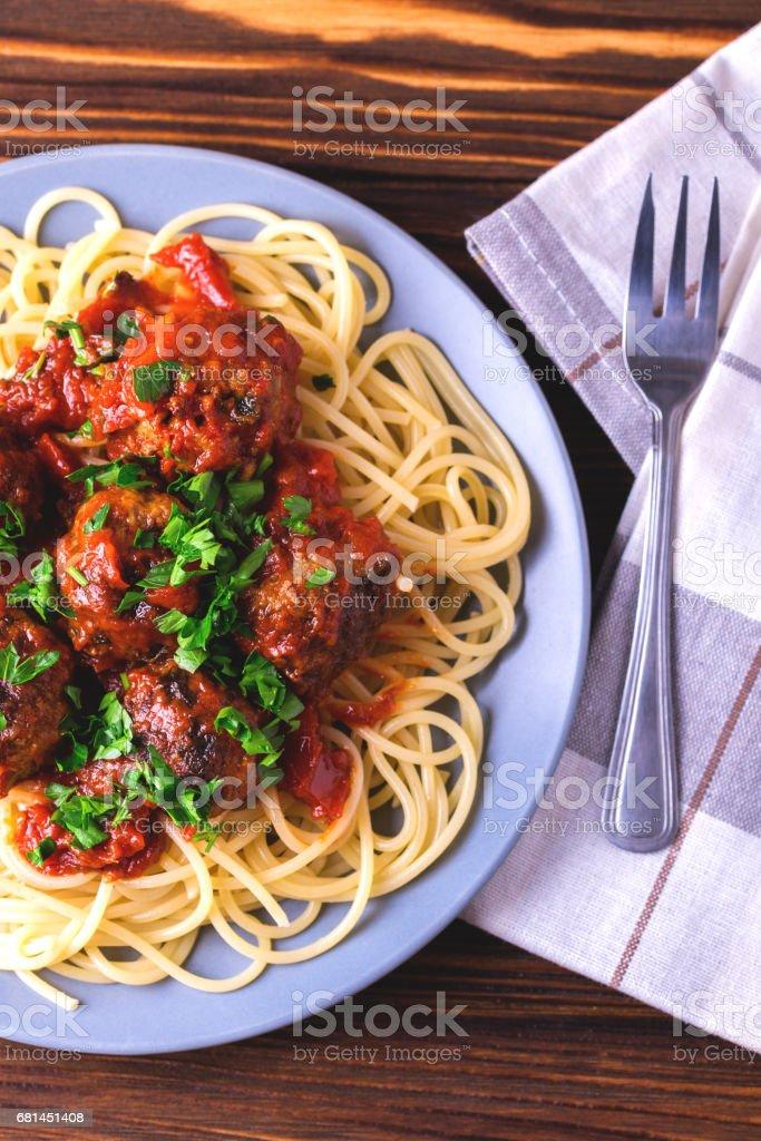 Traditionelle italienische Spaghetti Nudeln mit Rindfleisch Frikadellen – Foto
