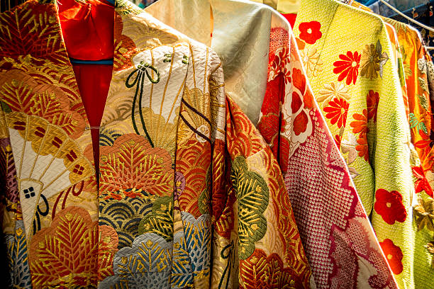 traditionelle japanische kleidung - kimono stock-fotos und bilder