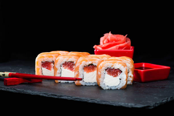traditionelle japanische küche. selektiven fokus auf süßes sushi ro - ingwermarmelade stock-fotos und bilder