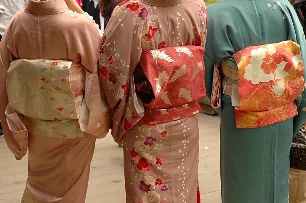 traditionelle japanische kleid - kimono stock-fotos und bilder