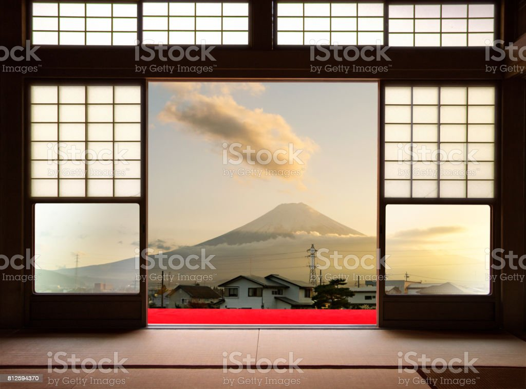 Traditional Japanese indoor house and paper sliding doors and tatami mat open to View of a beautiful sunset Fuji mountain and japanese house in autumn season. Kawaguchiko, Yamanashi, Japan stock photo