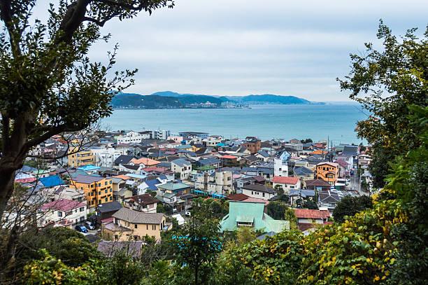 tradycyjne japońskie miasta dachy-kamakura - prefektura kanagawa zdjęcia i obrazy z banku zdjęć