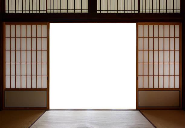 伝統的な日本の木材とライスペーパードア、畳の床 - 畳 ストックフォトと画像