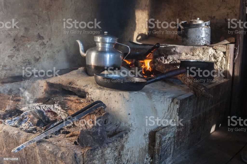 Traditional kitchen in old Nepali house in small remote - foto de acervo