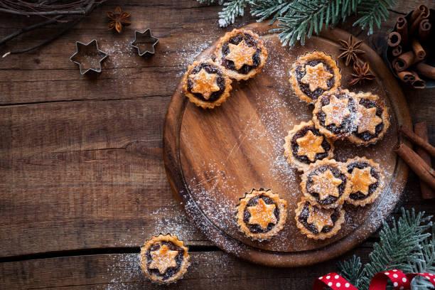 traditionelle mince pies für weihnachten - aufstrich weihnachten stock-fotos und bilder