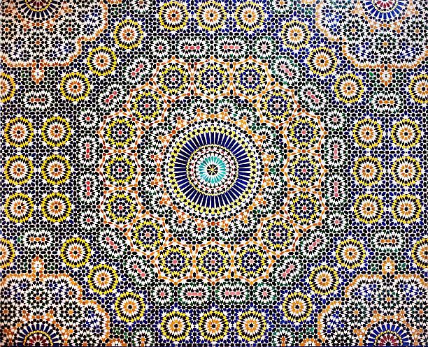 traditionelle marokkanische mosaik geflieste wand muster - detailliert stock-fotos und bilder