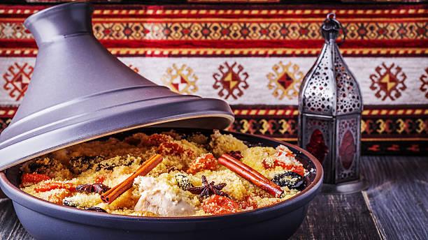 traditional moroccan tajine of chicken with dried fruits and spi - marocko bildbanksfoton och bilder