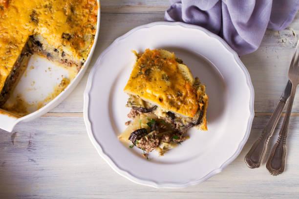 Moussaka tradicional - plato griego - foto de stock