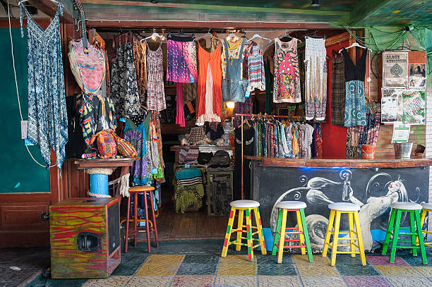 traditional multi-colour hippie shop at matala town - kunsthandel stock-fotos und bilder