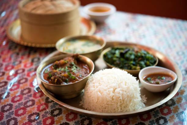 Traditionelle nepalesische Küche - Thali (dal Bhat) in einem restaurant – Foto