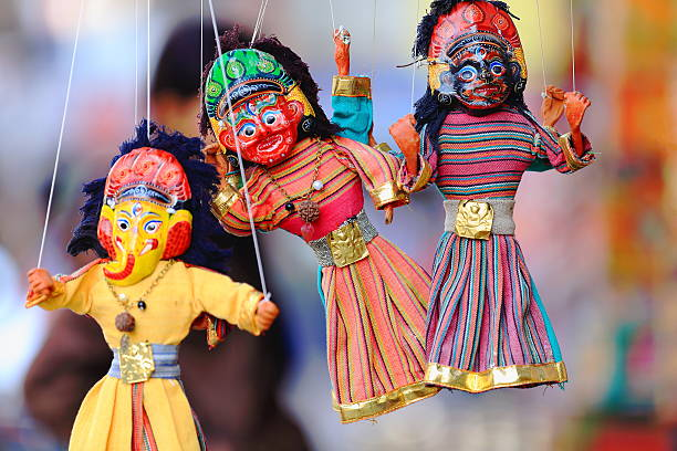 traditionelle nepalesische puppen-marionettes. kathmandu, nepal. 2023 - kasperltheater stock-fotos und bilder