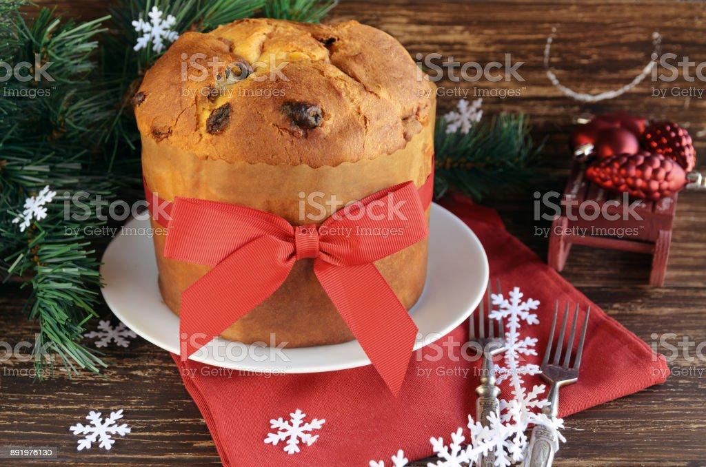 Traditionellen Panettone Kuchen Mit Getrockneten Fruchten Auf Dem
