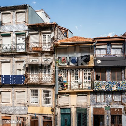 937530990 istock photo Traditional Portuguese house 1250496929