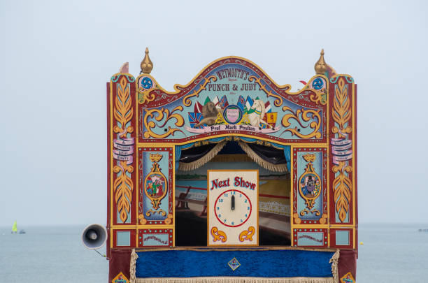 Traditioneller Punch- und Judy-Showstand am Strand – Foto
