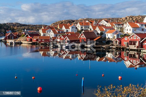 This kind of red boat houses i a row can be seen in almost every fishing village on the Swedish west coast.
