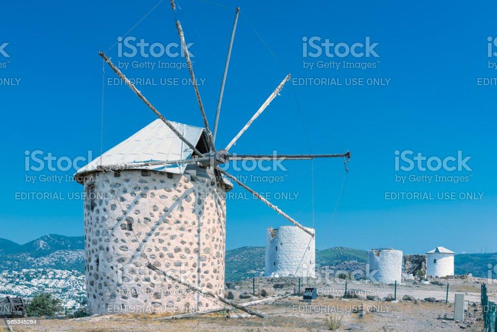 傳統恢復的風車在博多魯姆之上 - 免版稅亞洲圖庫照片