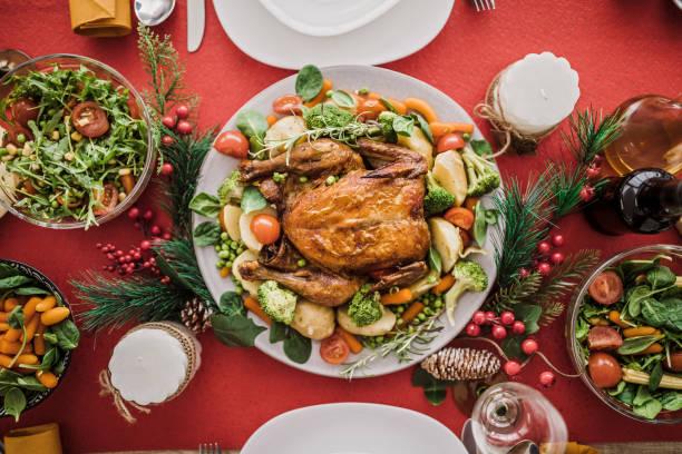 traditionelle geröstete weihnachtsessen - esszimmer buffet stock-fotos und bilder