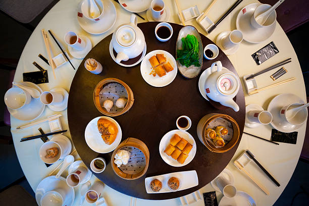 Traditional round table with food​​​ foto