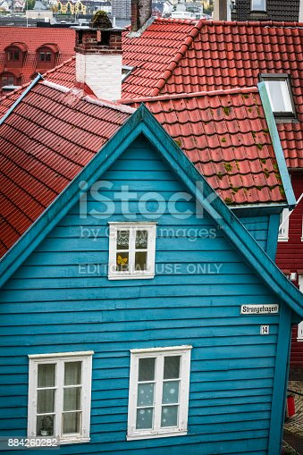 istock Traditional small blue wooden house in Bergen old town 884260282