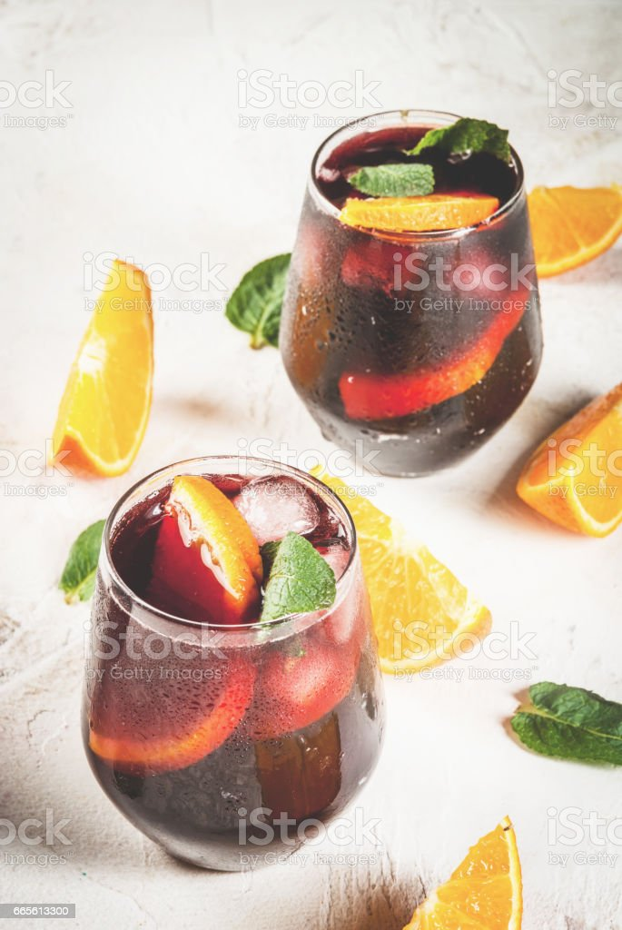 Traditionelle Spanische Cocktail Tinto De Verano Stock-Fotografie ...