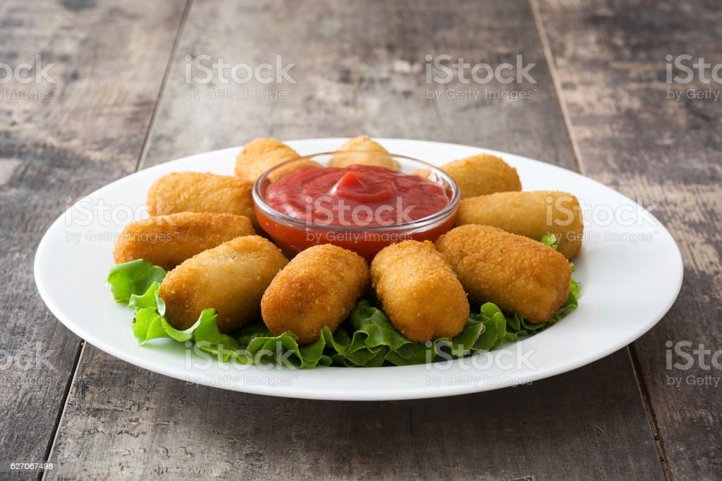 Traditional spanish croquettes with ketchup - foto de acervo