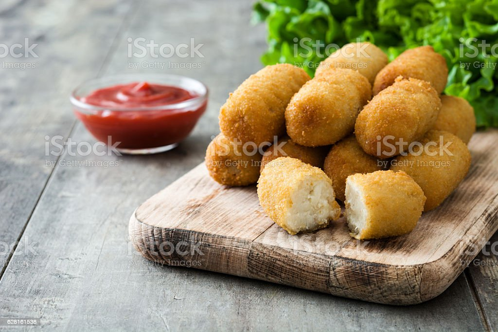 Traditional spanish croquettes with ketchup​​​ foto