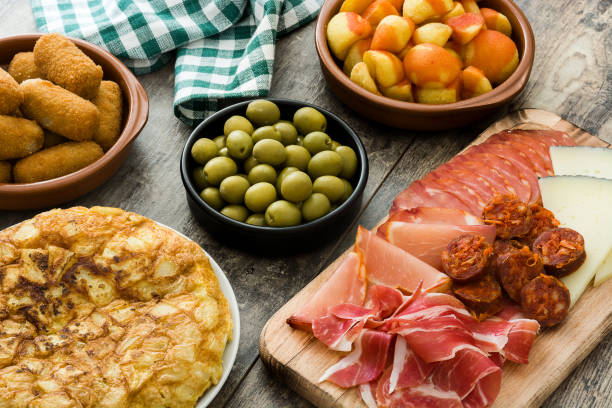 traditionelle spanische tapas - tapas stock-fotos und bilder