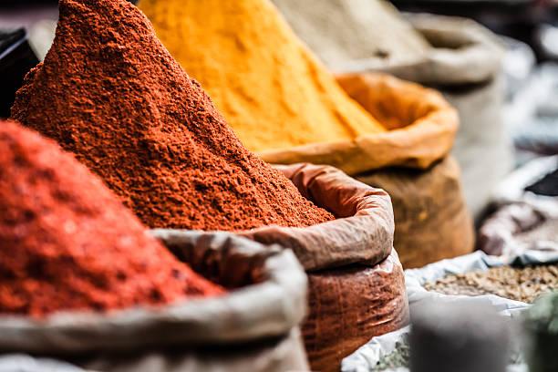 mercado de especias tradicionales en la india. - comida india fotografías e imágenes de stock