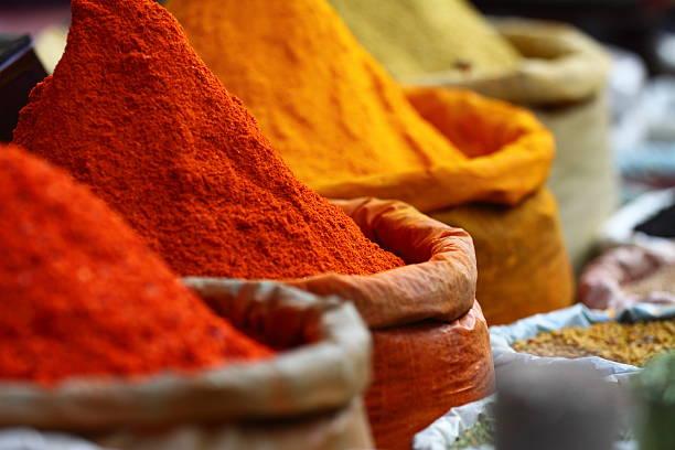 mercato di spezie tradizionali - bazar mercato foto e immagini stock