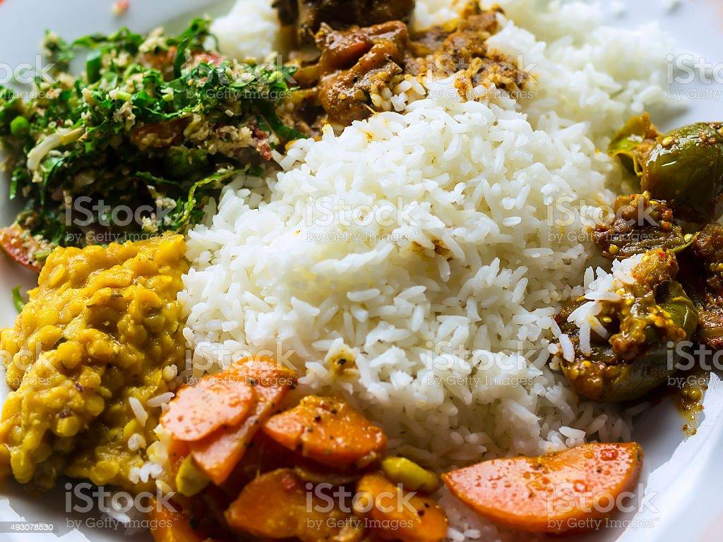 Traditionelle Sri Lanka Küche Tragen Leibhöhe Stockfoto und mehr ...