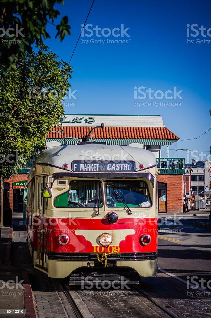 Tranvía tradicional parada en Fisherman's Wharf, San Francisco, Estados Unidos - foto de stock