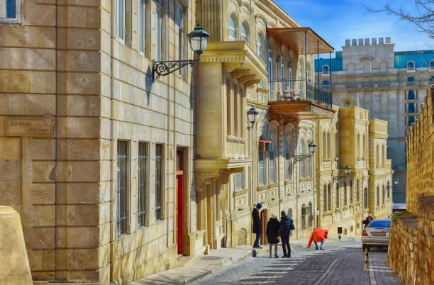 traditional street in baku old town - azerbejdżan zdjęcia i obrazy z banku zdjęć