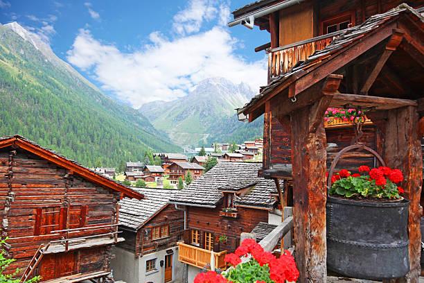 traditional swiss mountain chalets in grimentz village in summer - kanton schweiz stock-fotos und bilder