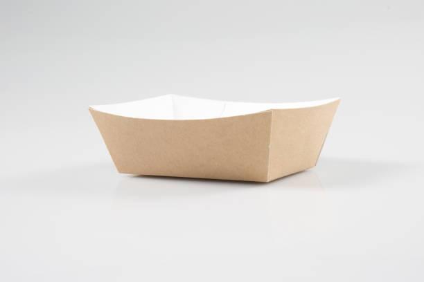 a traditional take out box from takeaway restaurant, on a white background - karton zbiornik zdjęcia i obrazy z banku zdjęć