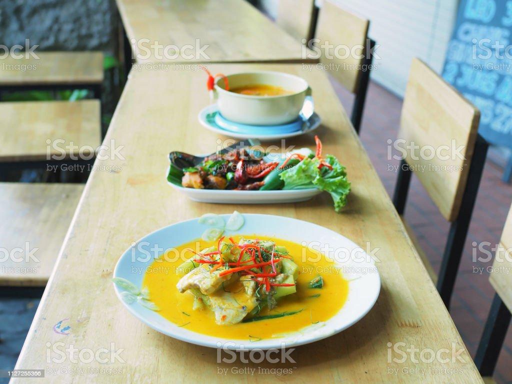 Traditionelle Thailändische Küche Rezept Beliebt In Thailand ...