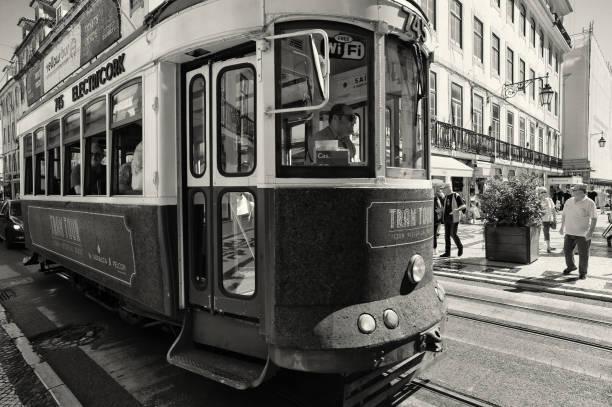 Klassischen Straßenbahn in Lissabon – Foto