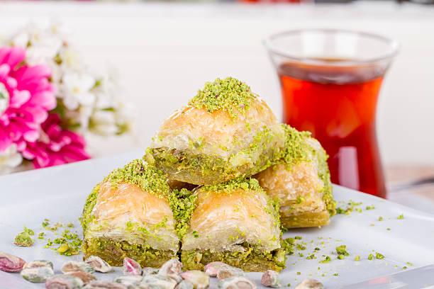 Arabe turc traditionnel Dessert Baklava avec du miel et de noix - Photo