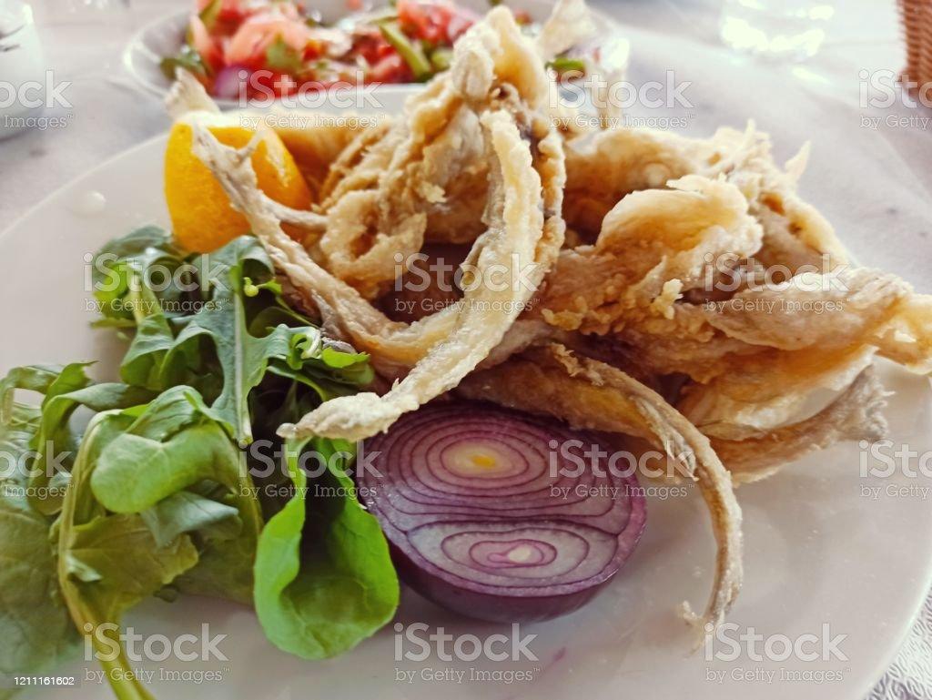 İstanbul'da geleneksel türk kızartılmış balık yemeği - Royalty-free Akşam yemeği Stok görsel