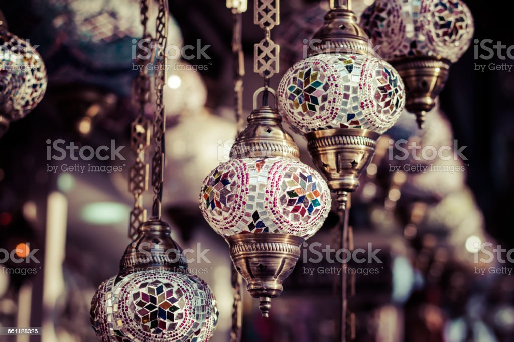Traditional turkish lamps in street shop in Istanbul foto stock royalty-free