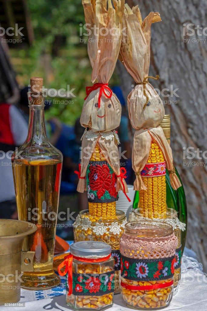 Objets traditionnels ukrainiens exposées sur une maison - Photo